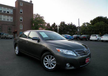 Selling my few month Used 2010 Toyota camry,Super gray...$12,000usd